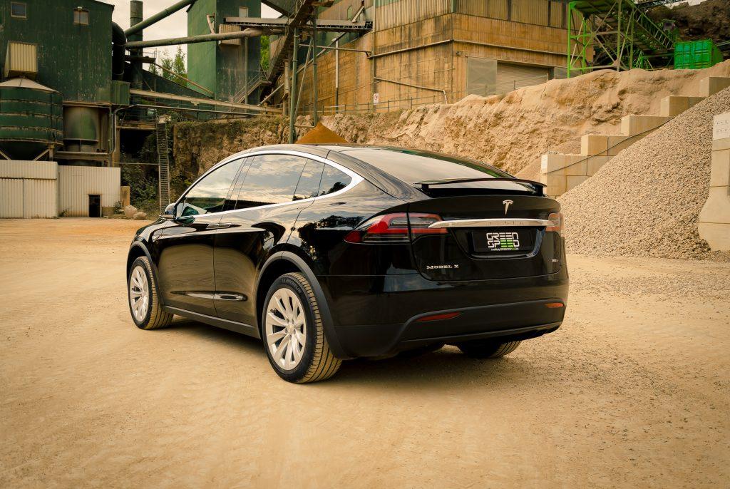 Tesla Model X90D schwarz kaufen Heckansicht greenspeed emobility Aachen Deutschland