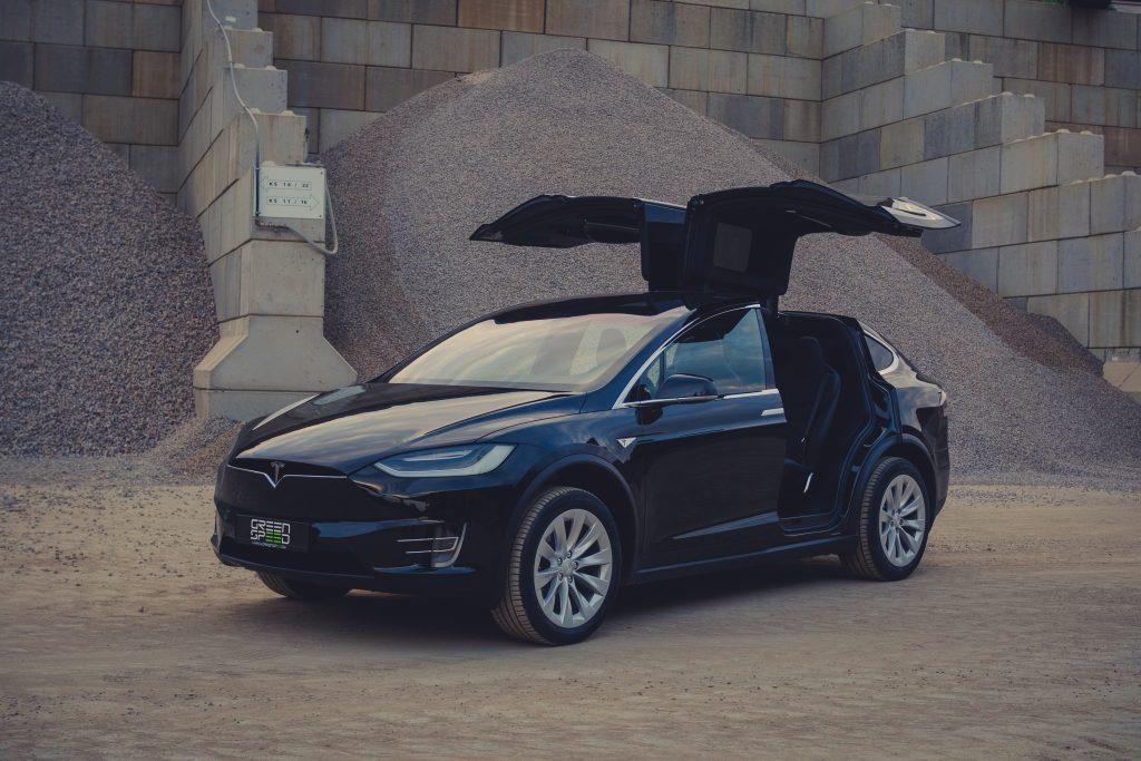 Tesla Model X90D Flügeltüren geöffnet falcon wings kaufen schwarz greenspeed Aachen Deutschland