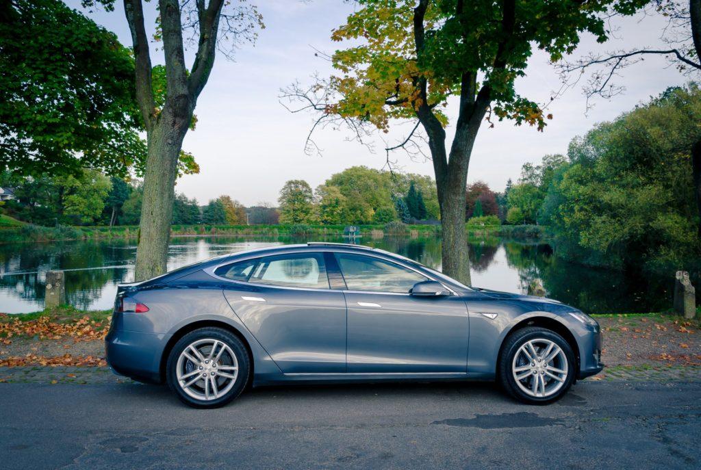 Tesla Model S85 Aachen Weiher See Herbst schönes Wetter Wasser emobility greenspeed Tesla-Händler gebraucht kaufen Garantie