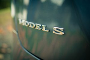 tesla Model S85 grau metallic Emblem Logo Schriftzug Tesla Gebrauchtwagen Elektroauto Aachen greenspeed emobility Händler