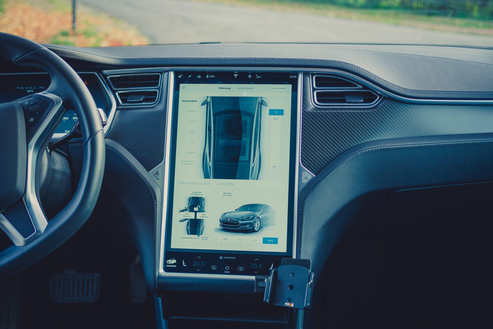 Tesla Model S85 Touchscreen Menü Schiebedach sun roof options Einstellungen Auswahl greenspeed emobility Deutschland Gebrauchtwagen Elektro Elektroauto kaufen