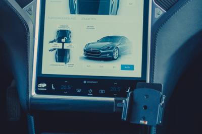 Tesla Model S Touchscreen Rahmen Befestigung Brodit ProClip Befestigung Smartphone greenspeed emobility Aachen NRW Deutschland Gebrauchtwagen Zubehör kaufen