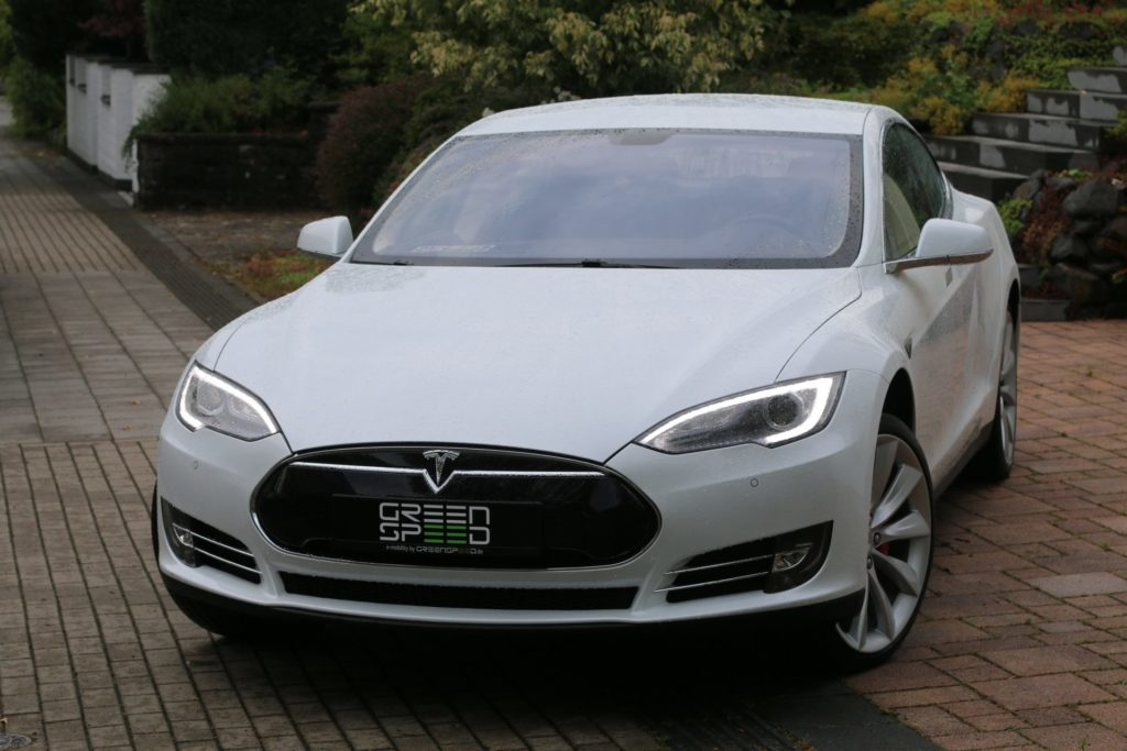 Foto: Tesla Model S P85 in perlweißer Multicoat-Lackierung. | © Greenspeed.de