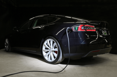 Tesla Model S Laden Aufladen Charger Supercharger charging Ladestation Ladekabel aufladend Aachen Deutschland NRW Euregio Gebrauchtwagen Handel Händler