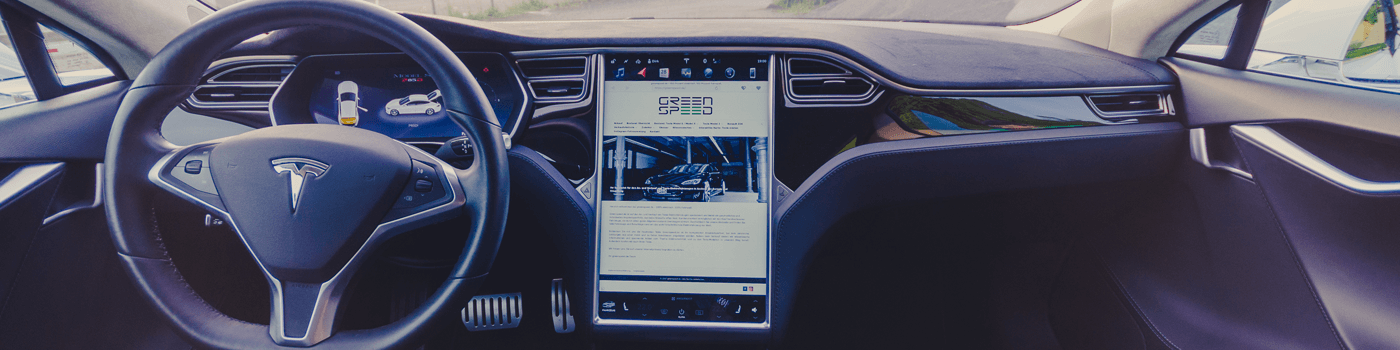 Tesla Model S Interieur Lenkrad Touchscreen Hochglanz schwarz Armaturenbrett Lenkrad Pedale Pedalerie Touchscreen Display Touchdisplay Browser greenspeed emobility Aachen NRW Deutschland