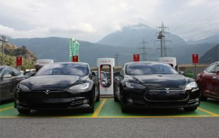 Tesla Model S Supercharger Laden Aufladen Ladestation Schweiz greenspeed Aachen Deutschland Gebrauchtwagen gebraucht kaufen Schweiz Elektroauto