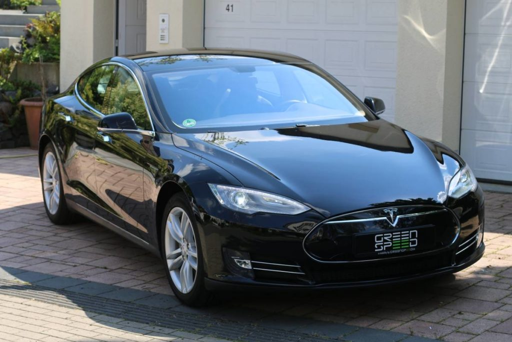Foto: Tesla Model S85 in Solid Black. | © Greenspeed.de