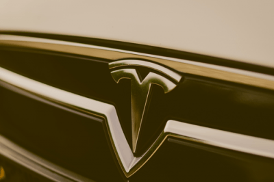 Tesla Model S Logo Emblem Marke Markenzeichen Zeichen T Aachen Deutschland NRW Euregio Rheinland emobility greenspeed Elktroauto kaufen gebraucht