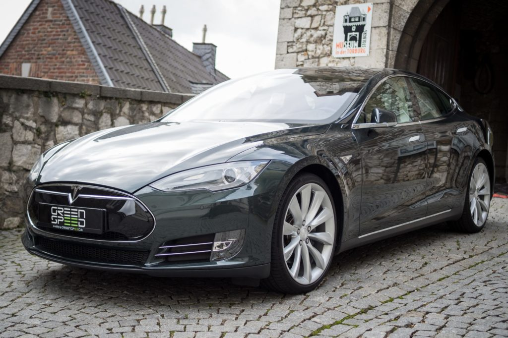 Foto: Metallic-grünes Tesla Model S85 von Greenspeed. | © Greenspeed.de