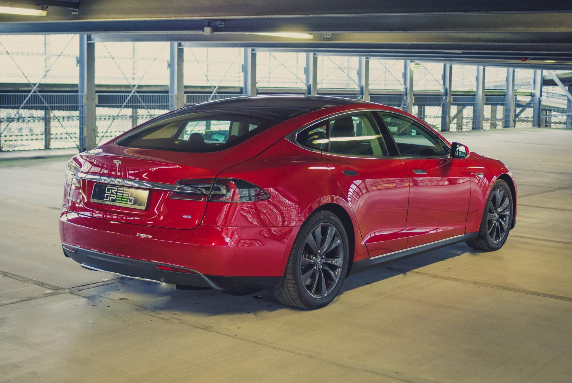Tesla Model S85 rot Mehrschichtlack multicoat technische Daten Beschleunigung Reichweite Drehmoment Aachen greenspeed emobility Heck Heckansicht Deutschland Gebrauchtwagen kaufen