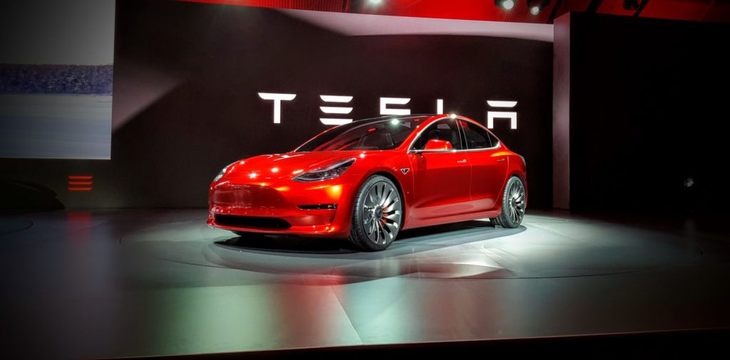 Foto: Das Tesla Model 3 in einem Showroom | © Tesla Motors