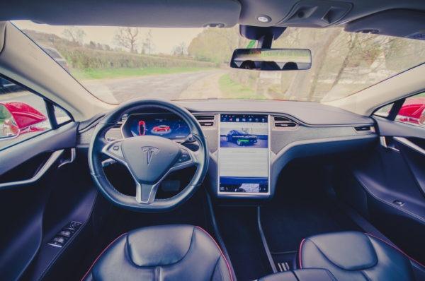 Tesla Model S85 Interieur Lacewood Dekor Leistungssitze Ziernähte Alcantara Cockpit Lenkrad Touchscreen Informationsdisplay Komfort Leder Greenspeed emobility Aachen Deutschland NRW Euregio Gebrauchtwagen kaufen Garantie günstig