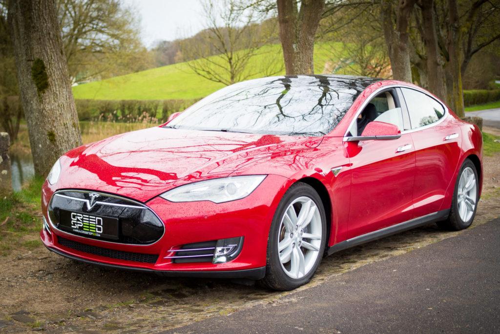 Tesla Model S85 rot multicoat Front Frontansicht Turbine Felgen 21 Zoll silber Lackierung Aachen Deutschland Greenspeed kaufen Elektroauto emobility