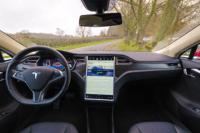 Tesla Model S85 rot Cockpit Lenkrad Touchscreen Bildschirm Interieur Lacewood Holz Armaturenbrett Display greenspeed emobility Deutschland Aachen NRW kaufen gebraucht