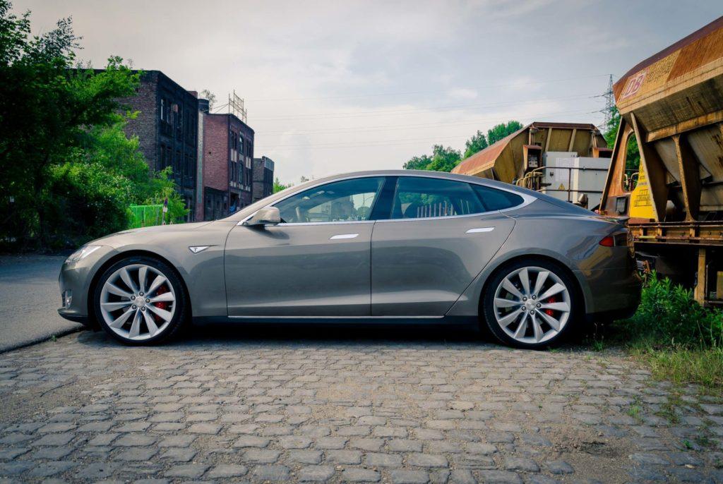 Tesla Model S P85D titanium Seitenansicht Turbine Felgen 21 Zoll Greenspeed emobility Aachen Deutschland NRW Euregio Autohändler Gebrauchtwagen kaufen