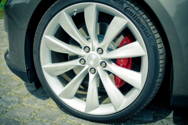 Tesla Model S P85D Titanium Felgen Räder Turbine 21 Zoll silber rote Bremssättel Greenspeed emobility Aachen Deutschland NRW Euregio Autohändler Gebrauchtwagen kaufen
