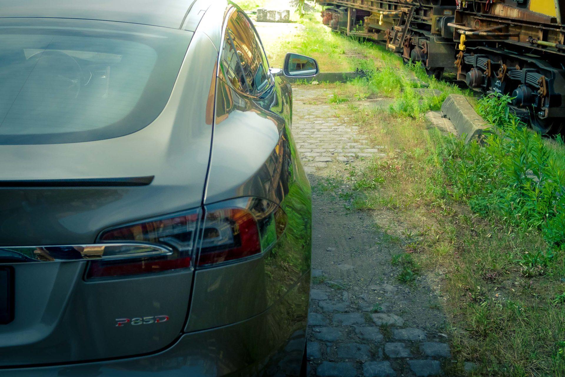 Tesla Model S P85D Titanium Rückleuchte Heckspoiler Chrom Heckansicht Heck Titanium Lackierung Greenspeed emobility Aachen Deutschland NRW Euregio Autohändler Gebrauchtwagen kaufen