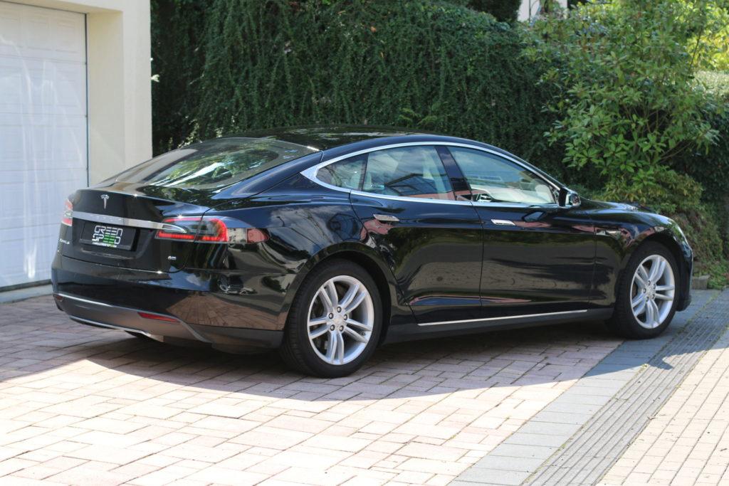 Tesla Model S85 schwarz Heckansicht gebraucht Original Gebrauchtwagen kaufen Aachen Deutschland emobility greenspeed