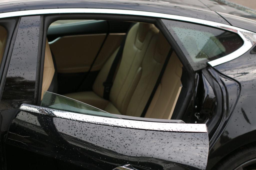Tesla Model S P85D schwarz metallic Interieur New Generation Sitze beige hintere Sitzreihe Greenspeed emobility Aachen Deutschland NRW Euregio Autohändler Gebrauchtwagen kaufen