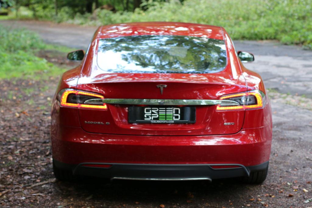 Tesla Model S85D Rückleuchte eingeschaltet Rot Multicoat Autopilot Smart Air Kaltwetter Supercharger Greenspeed emobility Aachen Deutschland NRW Euregio Autohändler Gebrauchtwagen kaufen