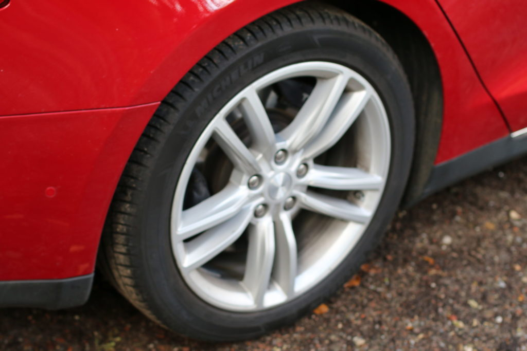 Tesla Model S85D Felgen Original Rot Multicoat Autopilot Smart Air Kaltwetter Supercharger Greenspeed emobility Aachen Deutschland NRW Euregio Autohändler Gebrauchtwagen kaufen