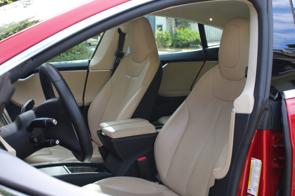 Tesla Model S85D Interieur Innenraum Alcantara Ledersitze Klavierlack Dekor Rot Multicoat Autopilot Smart Air Kaltwetter Supercharger Greenspeed emobility Aachen Deutschland NRW Euregio Autohändler Gebrauchtwagen kaufen