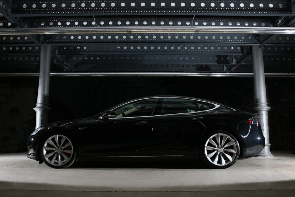 Tesla Model S P85D schwarz metallic Seitenansicht Karosserie Silhouette Turbine Felgen 21 Zoll Greenspeed emobility Aachen Deutschland NRW Euregio Autohändler Gebrauchtwagen kaufen