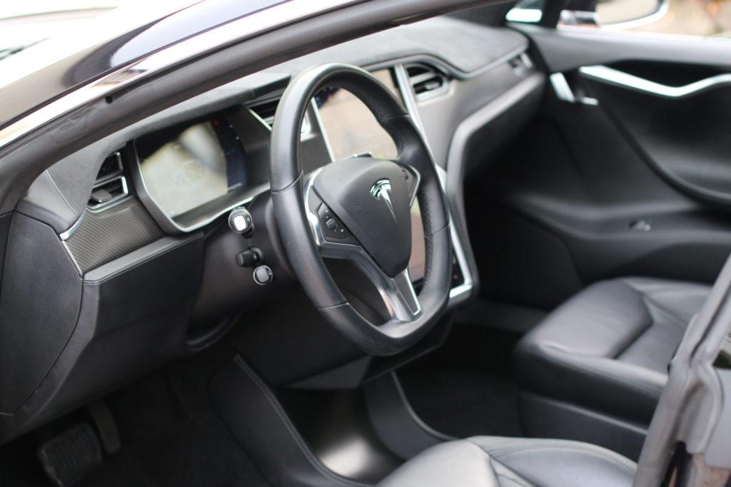 Tesla Model S90D schwarz metallic Autopilot Panorama Schiebedach Smart Air U-HiFi Allrad Turbine Felgen Supercharger Greenspeed emobility Aachen Deutschland NRW Euregio Autohändler Gebrauchtwagen kaufen