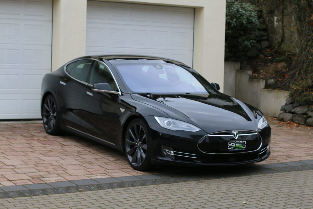 Tesla Model S90D schwarz metallic Autopilot Panorama Schiebedach Smart Air U-HiFi Allrad Turbine Felgen Supercharger Greenspeed emobility Aachen Deutschland NRW Euregio Autohändler Gebrauchtwagen kaufen