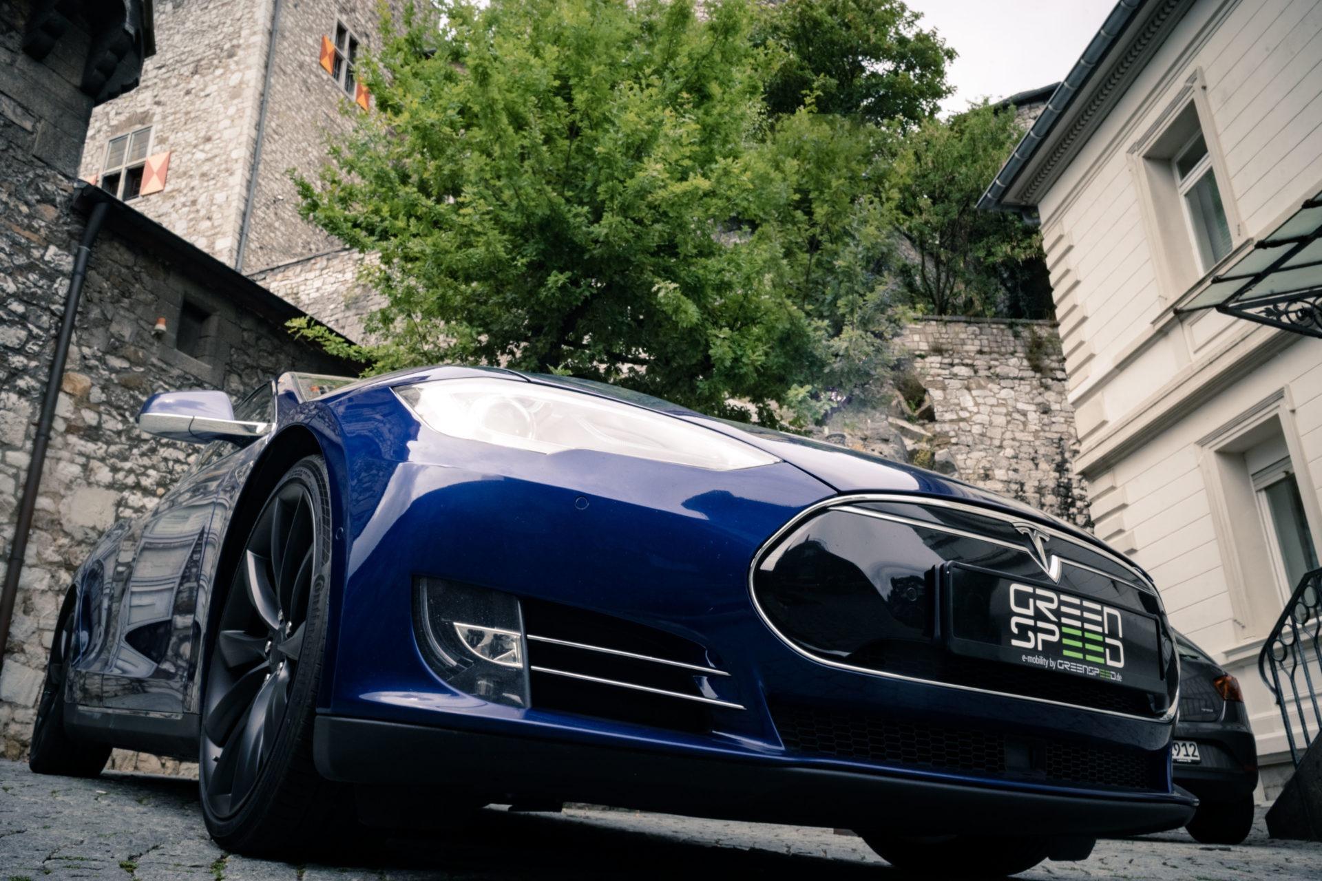 Tesla Model S90D blau metallic Autopilot Panorama Schiebedach Smart Air U-HiFi Allrad Turbine Felgen Supercharger Greenspeed emobility Aachen Deutschland NRW Euregio Autohändler Gebrauchtwagen kaufen