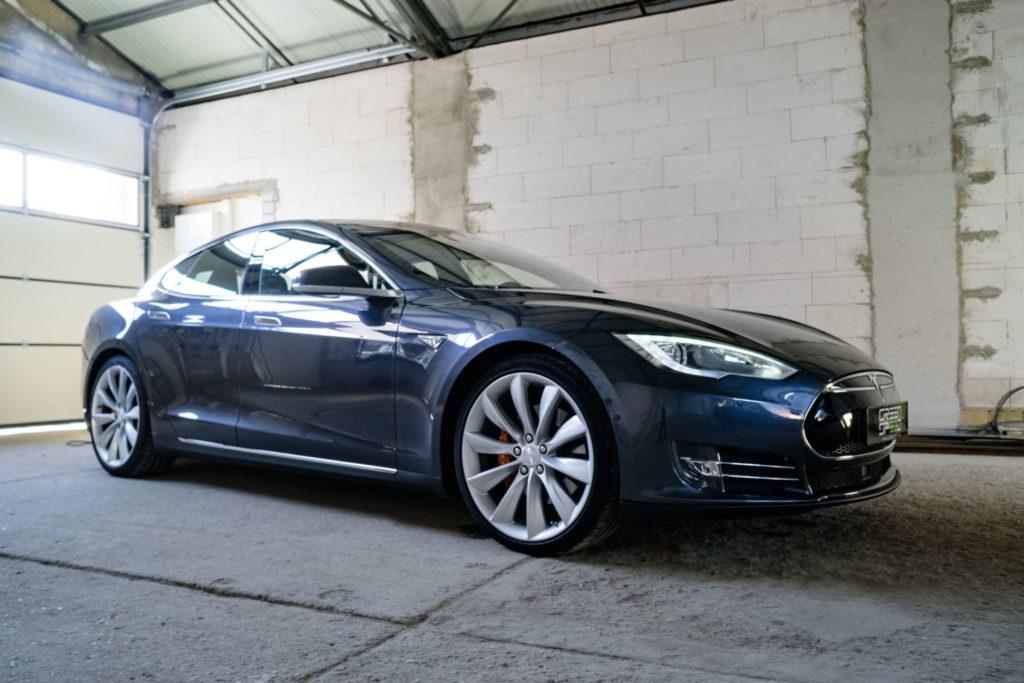 Tesla Model S P85D Grau Metallic 21 Zoll Turbine Autopilot 1 Schiebedach Doppellader Smart Air U-HiFi Kaltwetter Heckspoiler Karbon Next Gen Sitze Karbondekor Alcantara SuC free
