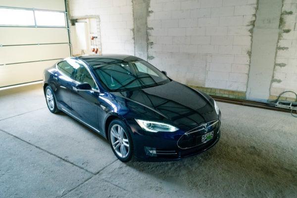 Tesla Model S85 Blau Metallic SuC Laderecht 19 Zoll Felgen silber Kaltwetter-Paket Tech-Paket Klavierlack Dekor