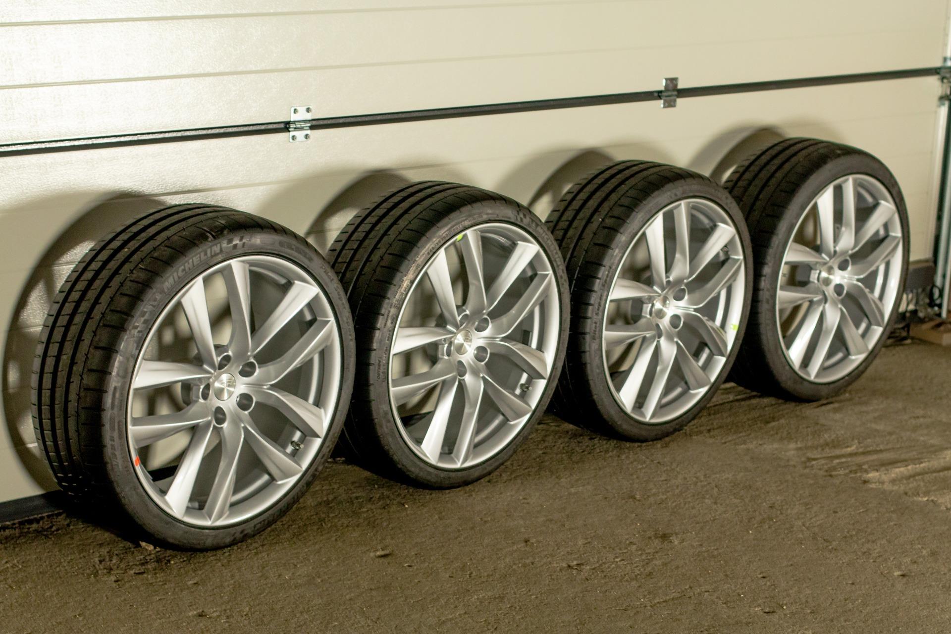 Michelin Pilot Super Sport Sommerreifen 245/35 ZR 21 96 Y 265/35 ZR 21 102 Y 21 Zoll Arachnid Felgen Silber limitiert