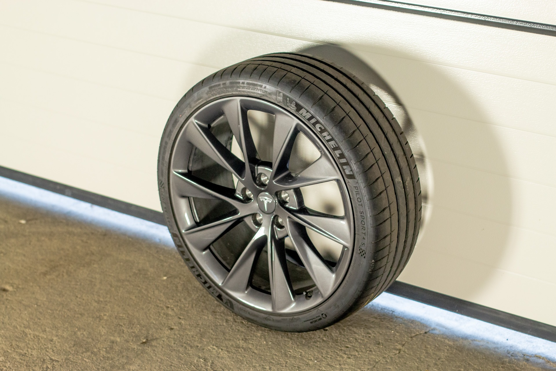 Tesla 21″ Sonic Carbon Twin Turbine grau Gebraucht Michelin Pilot Sport 4S