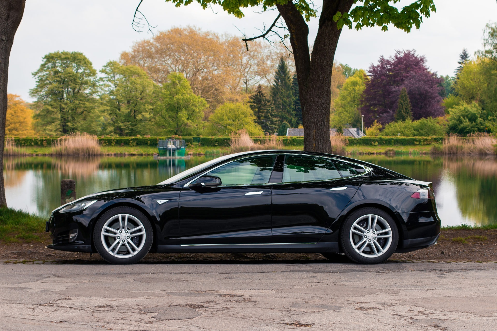 Tesla Model S85D