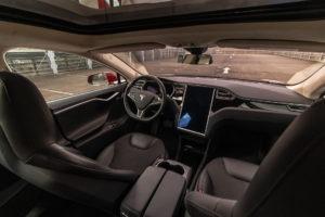 Tesla Model S70D Red Multi-coat Schiebedach Laderecht SuC Klavierlack Lackierung Slipstream Felgen Stoffsitze Teilleder Autopilot