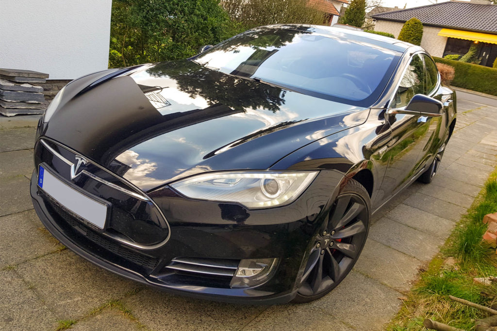 Tesla Model S P90DL Ludicrous Schwarz Uni Schiebedach Autopilot 1 Smart Air Luftfederung Kaltwetter Premium Interieur Schwarz Carbon 21 Zoll Felgen Turbine Performance