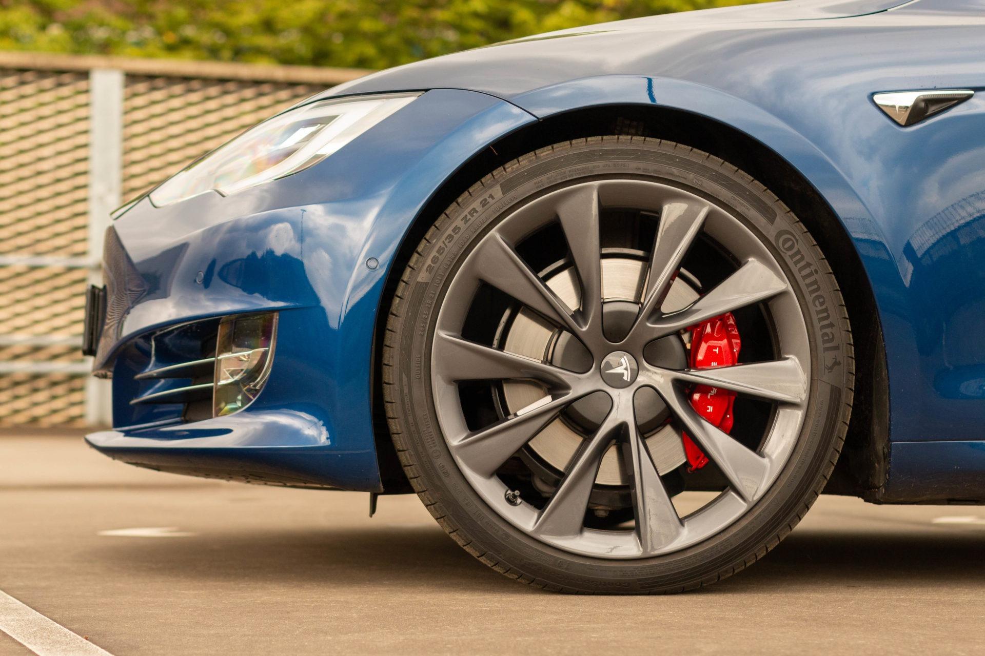 "Tesla Model S Performance ""Raven"" Blau 21 Zoll Felgen Garantie Autopilot 3 Karbon U-HiFi Premium Adaptive Luftfederung Premium-Innenraum"
