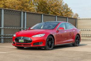 Tesla Model S70D Red Multi-coat Schiebedach Laderecht SuC Klavierlack Lackierung schwarze 19 Zoll Standard Tesla Felgen Stoffsitze Teilleder Autopilot 1 Gebrauchtwagen Aachen kaufen