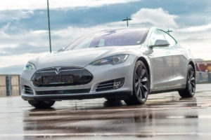 Tesla Model S90D Autopilot 1 AP1 Smart Air-Luftfederung Panorama-Glasdach mit Schiebedachfunktion Tech-Paket Premium-Innenraum-Paket schwarzer Dachhimmel schwarze Sitze Klavierlack-Dekor
