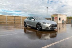 Tesla Model S90D Autopilot 1 AP1 Smart Air-Luftfederung Panorama-Glasdach mit Schiebedachfunktion Tech-Paket Premium-Innenraum-Paket schwarzer Dachhimmel schwarze Sitze Klavierlack-Dekor