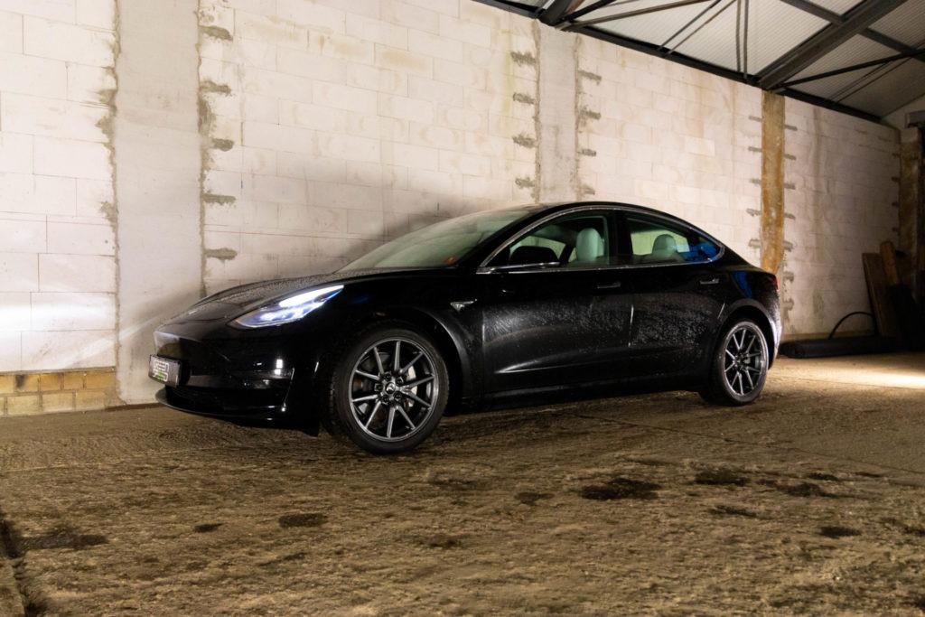 Foto: Tesla Model 3 Long Range AWD mit weißem Premium-Innenraum bei Greenspeed gebraucht kaufen! | © Greenspeed.de