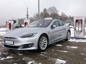 Foto: Tesla Model S90D in Silber mit Facelift und Autopilot bei Greenspeed kaufen. | © Fahrzeughalter