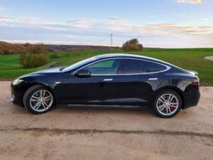 Foto: Schwarzes Tesla Model S P85D mit Autopilot 1, Doppellader, CCS, Kaltwetter-Paket und Gratis-SuC wird im Kundenauftrag angeboten. | © Privat
